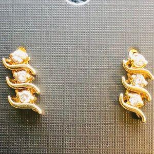 Jewelry - 14 KT Gold diamond earrings!